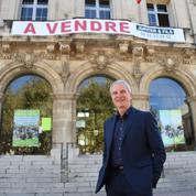 Un maire met sa ville en vente pour interpeller Emmanuel Macron