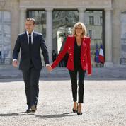Le couple Macron fait revenir les Français dans les kiosques