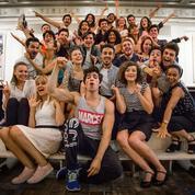 Grease :dans les coulisses de la comédie musicaleau théâtre Mogador