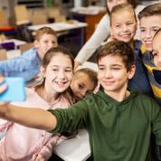 Les portables bientôt déposés dans des casiers à l'entrée des classes ?
