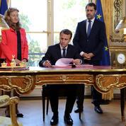 La mise en scène à l'américaine de la signature par Macron de la loi de moralisation