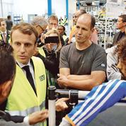 À Amiens, Macron vante ses mesures sociales