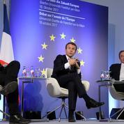 Macron va reconnaître officiellement le drapeau européen, Mélenchon réplique