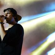 Avec son nouvel album La Fête est finie, Orelsan conquiert les critiques