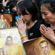La Thaïlande fait ses adieux à son roi défunt