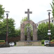 À Ploërmel, Jean-Paul II condamné à perdre sa croix