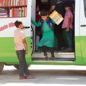En Syrie, le bibliobus d'Idlib défie les islamistes
