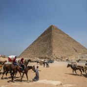 Pyramides : 4500 ans de théories et de mystères