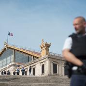 Attaque au couteau à Marseille: un frère du tueur mis en examen et écroué