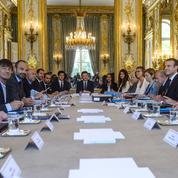 Macron exhorte ses ministres à mieux défendre sa politique