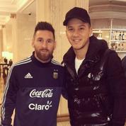 Messi pose sur une photo avec un international argentin qu'il prend pour un fan