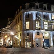 Paris: le Faubourg Saint-Honoré s'illumine pour Noël