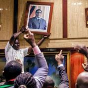 Au Zimbabwe, Robert Mugabe lâche enfin prise
