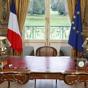 La majorité défend le drapeau européen pour renforcer le clivage avec les eurosceptiques