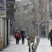 Neige et vent : l'alerte orange étendue à une douzaine de départements