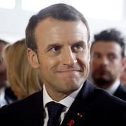 Macron s'en prend aux «esprits chagrins» qui critiquent son séjour à Chambord