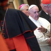 Le pape François recadre la Curie romaine