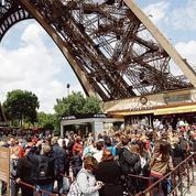 La tour Eiffel rouvre ses portes après la tempête