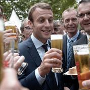 Les Français aimeraient boire une bière avec... Emmanuel Macron
