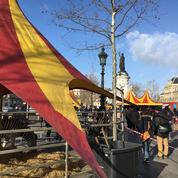 Des animaux de cirque sur la place de la République