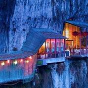 Le Fangweng, un restaurant sur une falaise abrupte en Chine