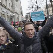 Russie : Navalny brièvement arrêté, des milliers de manifestants défilent contre Poutine