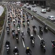 Des milliers de motards et d'automobilistes manifestent contre la limitation à 80 km/h
