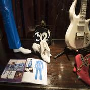 Costumes de scènes, guitare, bijoux, lettres... Leseffets personnels de Prince aux enchères