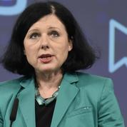 Protection des consommateurs : Bruxelles rappelle Facebook et Twitter à l'ordre