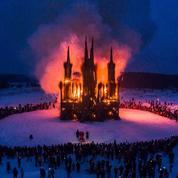 Un artiste russe crée la polémique en embrasant une cathédrale de branches et des brindilles