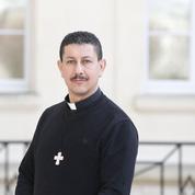 Père Cheknoun: «Nous avons un grand phénomène de conversions au christianisme en Algérie»