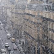 La neige complique la circulation dans treize départements