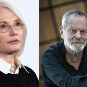 Ellen Barkin conseille aux femmes de ne jamais monter dans un ascenseur avec Terry Gilliam