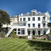 François Pinault au chevet de la maison de Victor Hugo