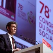 Faure renvoie Macron et Mélenchon dos à dos