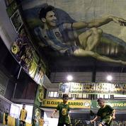Un club de foot remplace Dieu par Maradona dans une réplique de la chapelle Sixtine