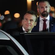 Emmanuel Macron assume son déplacement à l'étranger un 1er mai
