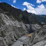 Dans le Sichuan, la construction d'un barrage menace les montagnes sacrées tibétaines