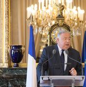 Réforme constitutionnelle: face à Macron, Larcher organise la riposte