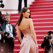 La photo du jour 5 à Cannes: Bella Hadid renversante sur le tapis rouge