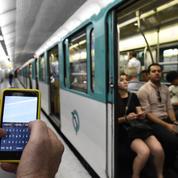 A Paris, le smartphone se substitue au titre de transport