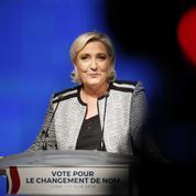 Pour se relancer, Le Pen tourne définitivement la page du FN