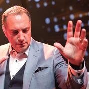 Messmer, hypnotiseur public numéro 1, en tournée en France