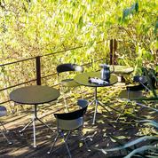 Tables, rocking-chairs, balancelles: les designers investissent le jardin