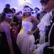 Versailles: le Grand bal masqué débrouille les pistes