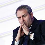 Bertrand soutient Borloo et décoche ses flèches contre Macron