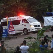 Grotte en Thaïlande : quatre enfants secourus, les autres lundi