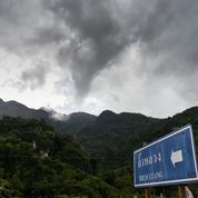 Thaïlande : quatre autres adolescents sauvés de la grotte inondée ce lundi