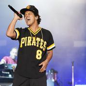 Bruno Mars met littéralement le feu sur scène lors d'un concert à Glasgow