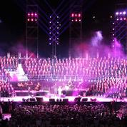 800 choristes rendent hommage en chansons à Johnny Hallyday
